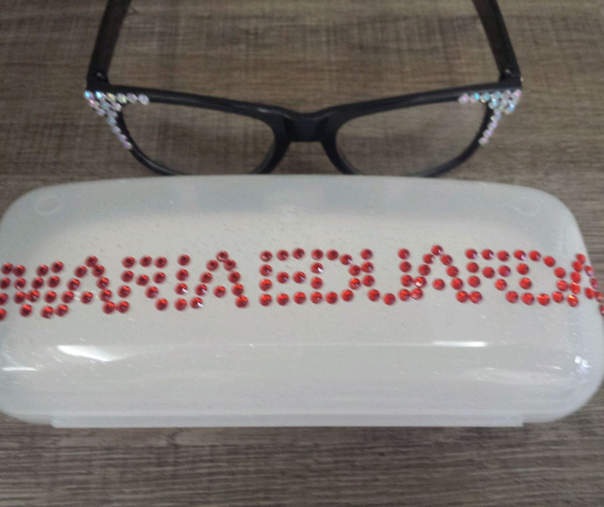 a63583920e238 1 óculos izabella cúmplice de um resgate sbt larissa manuela com caixinha  personalizamos - outros nacional