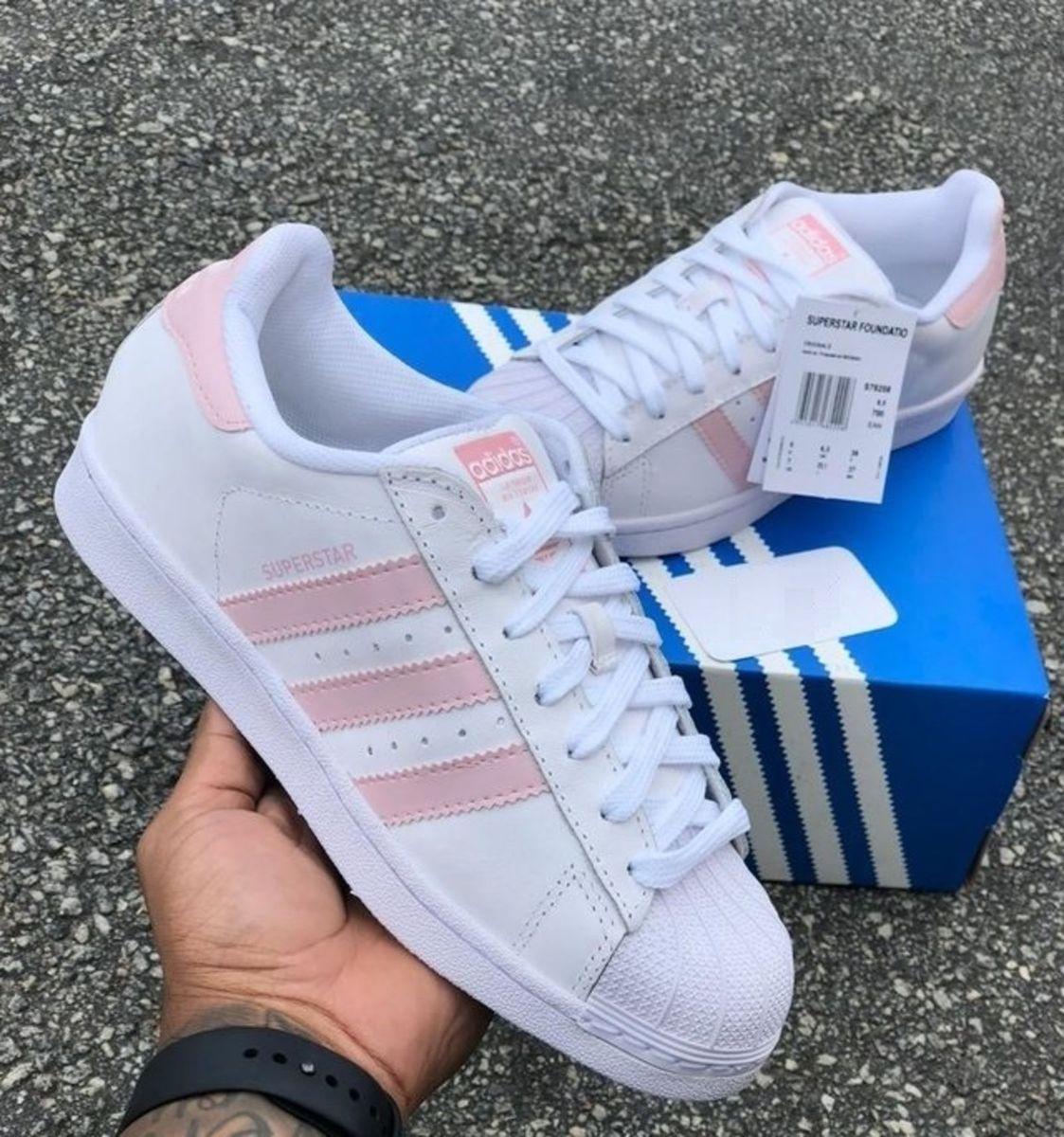 cf4280c8a61 adidas superstar - rosa branco - tênis adidas.  Czm6ly9wag90b3muzw5qb2vplmnvbs5ici9wcm9kdwn0cy8xmdq4nzy1ny9mzmy0ogjlnzblztfhnwzhzdvknzjlnta0ytblyjy3my5qcgc  ...