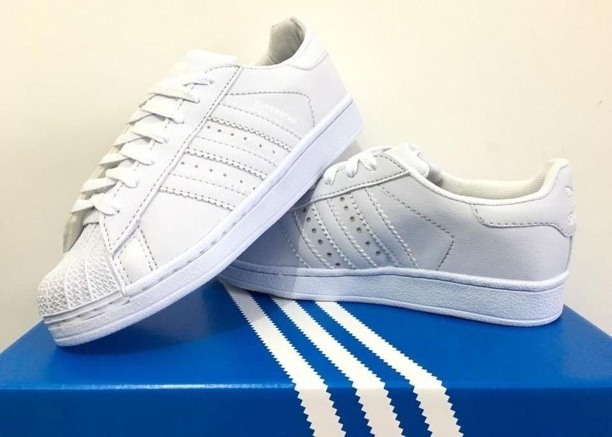 d42433e38f1 adidas superstar - todo branco - tênis adidas.  Czm6ly9wag90b3muzw5qb2vplmnvbs5ici9wcm9kdwn0cy8xmdq4nzy1ny9kytzjzjq2owrkodjlyzg2mjc3otgzytnimjriodc3ys5qcgc  ...
