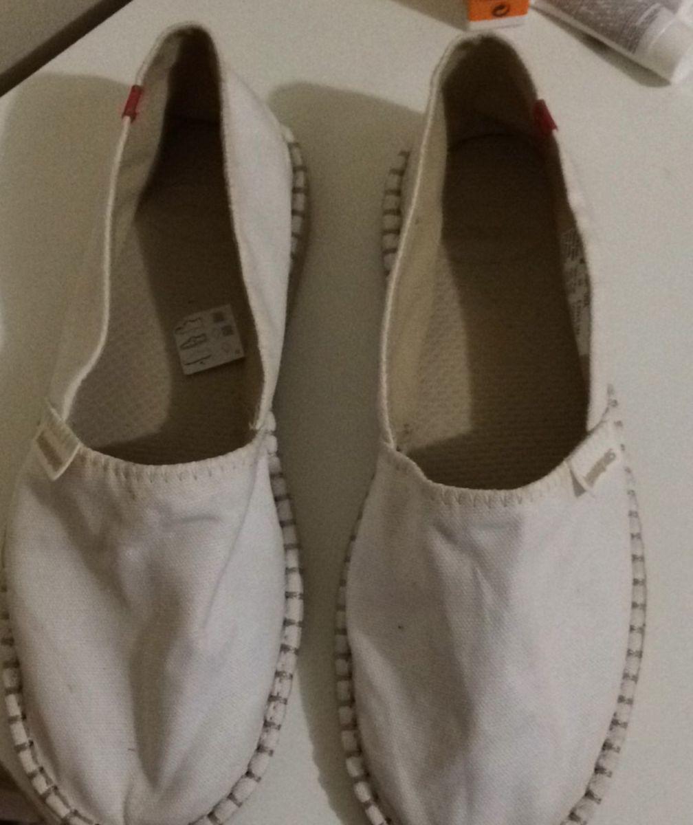 a7b7dcd956 alpargata havaianas branca - sapatilha havaianas.  Czm6ly9wag90b3muzw5qb2vplmnvbs5ici9wcm9kdwn0cy85nti3ntgvntdkmtrmodk1mdniogzlzjrizty3ytblnzy3zdc3ndguanbn  ...