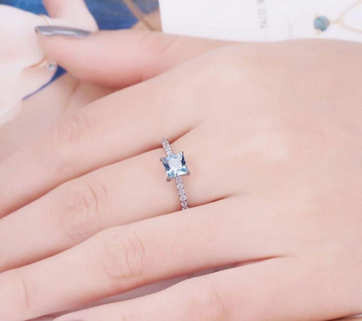a83e9a2e40d anel aliança prata 925 lindo cravejado zirconias pavê topázio azul - jóias  life