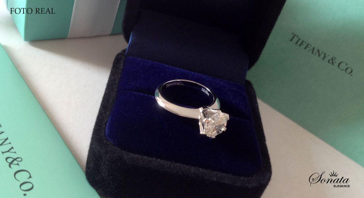 2a7c549d971ca anel tiffany solitário - jóias tiffany-e-co.  Czm6ly9wag90b3muzw5qb2vplmnvbs5ici9wcm9kdwn0cy83nje1nzg2lznjodc3mtq4nze5nwy1m2vkmji1m2e5njcynzlhn2i4lmpwzw  ...