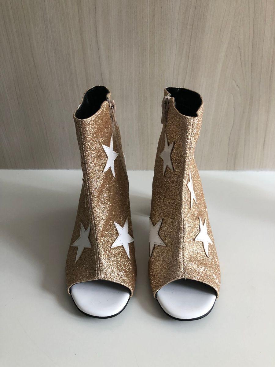 ankle boot mulher maravilha dourada - botas inbox