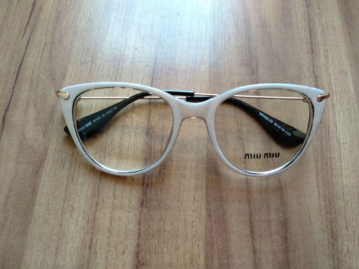 armação branco tartaruga miumiu - óculos miu-miu.  Czm6ly9wag90b3muzw5qb2vplmnvbs5ici9wcm9kdwn0cy85ndy1nzk5l2jingiyodlmmduxyjqxnzm1zdnlztm3zgm5odcxmzhklmpwzw  ... 05cbf120ee