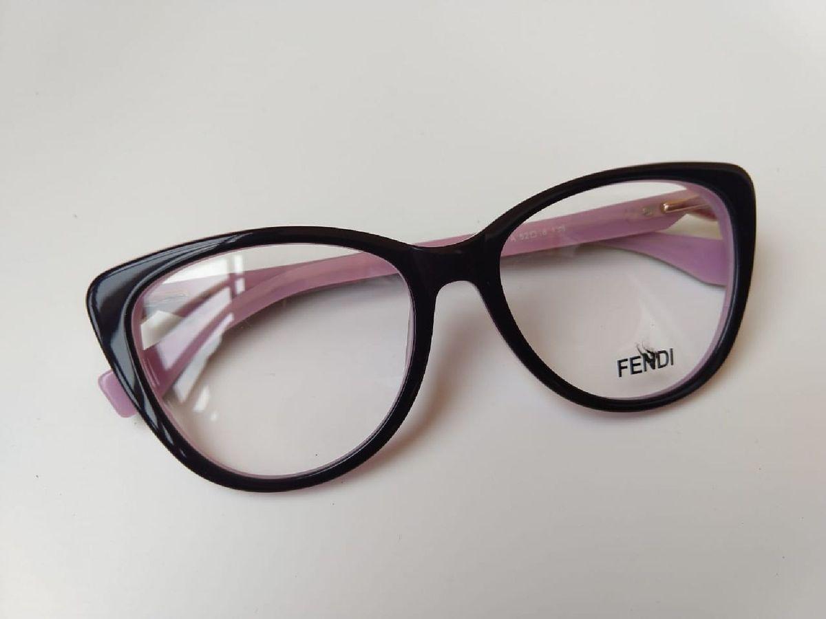 69615c357e28c armação fendi preto e rosa pedra - óculos fendi.  Czm6ly9wag90b3muzw5qb2vplmnvbs5ici9wcm9kdwn0cy85ndy1nzk5l2i3zdhkzwrmnmmynze0mzyxzdvjngflyme0yjmwzmfilmpwzw  ...