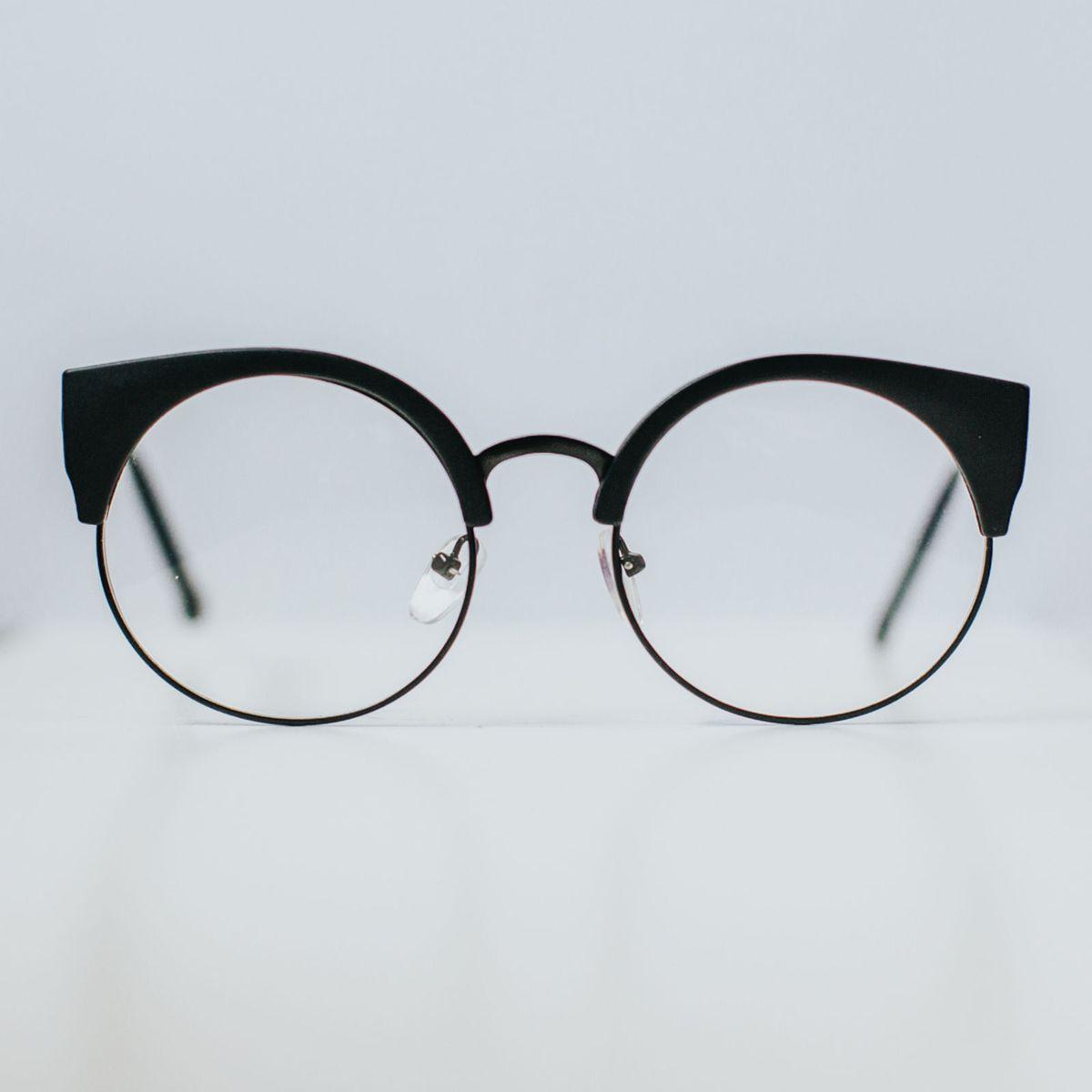 armação gatinho - óculos sem marca.  Czm6ly9wag90b3muzw5qb2vplmnvbs5ici9wcm9kdwn0cy8zotewodgvnjexytrlzdhhn2uznmm5y2q2zge2mdg3mmy2zjk2n2uuanbn  ... 1a32c07f42