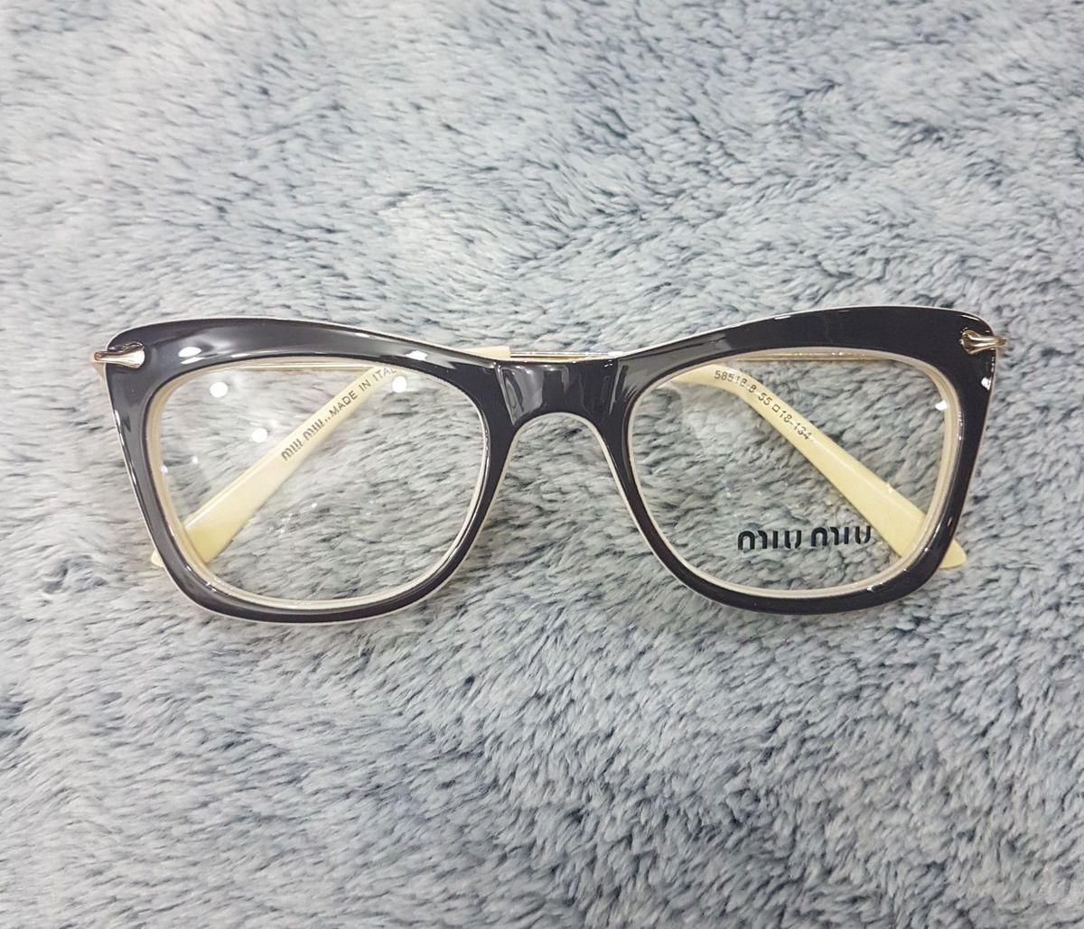 armação para lente de grau - óculos miu miu.  Czm6ly9wag90b3muzw5qb2vplmnvbs5ici9wcm9kdwn0cy84njgwndazlzgzntu1yzvmndzhzmi5zdrkyjhkmgqzmzc1yjjimjm4lmpwzw  ... 66c6e34cc1