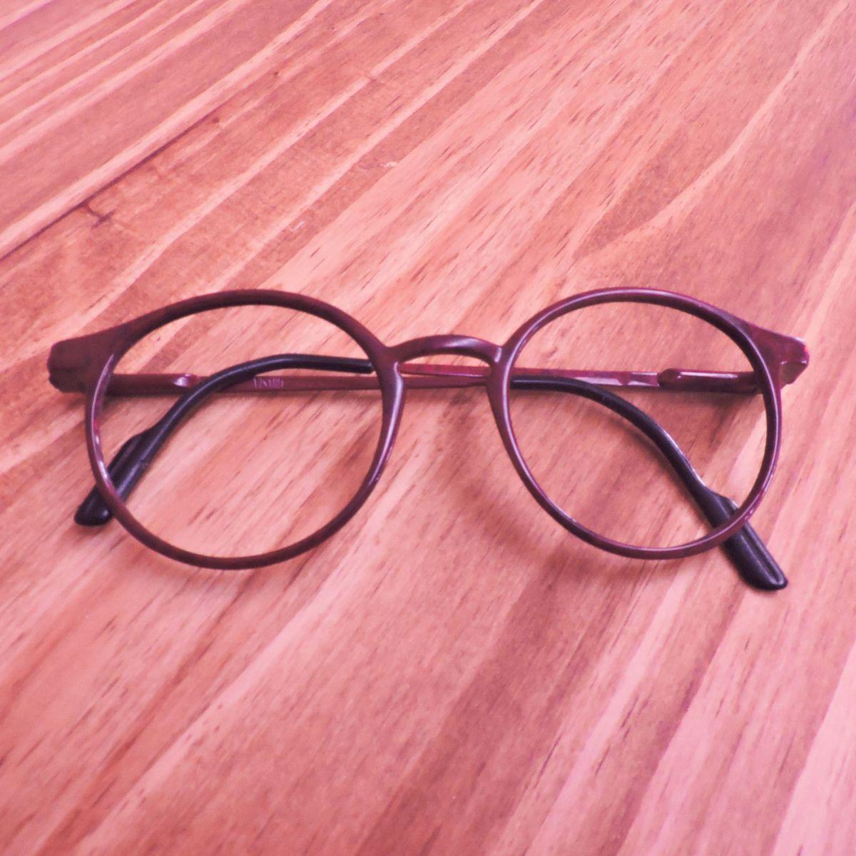 armação vermelha arredondada - óculos sem-marca.  Czm6ly9wag90b3muzw5qb2vplmnvbs5ici9wcm9kdwn0cy81ntqwmjqxlzazyte0ote0mtg4zjhiywmzyzbkowu1ntfhnmy3njyylmpwzw  ... 4b6240522d