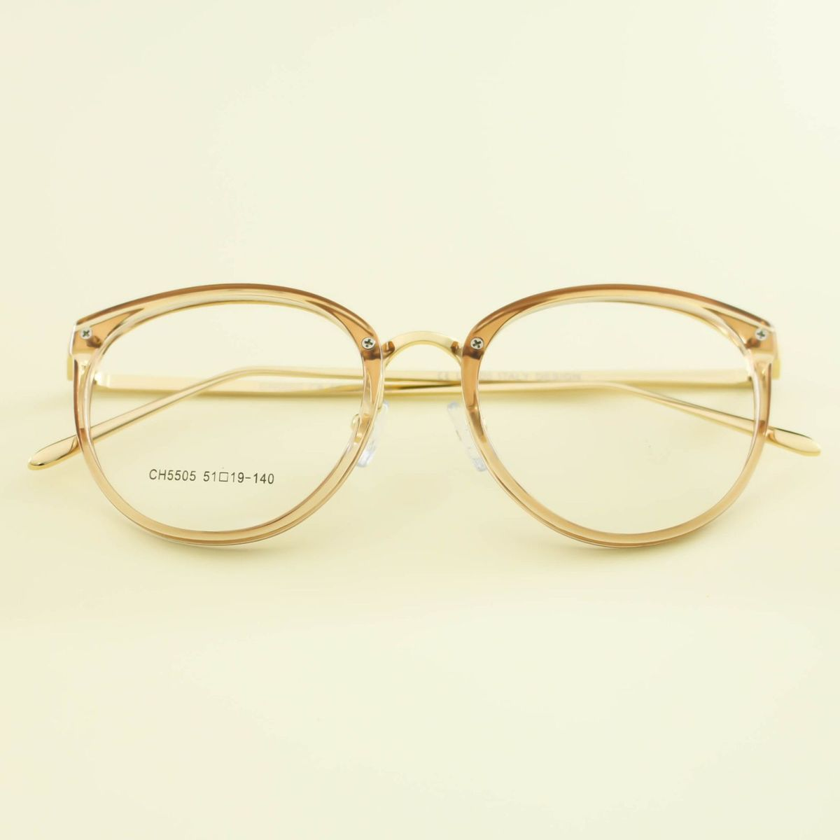 armação vintage transparente - óculos kitshloja.  Czm6ly9wag90b3muzw5qb2vplmnvbs5ici9wcm9kdwn0cy8xnze0njkvzdkyodg0nwewzte2nde1mtbmowzln2u3m2e4ogrjnjmuanbn  ... 39edf2b66b