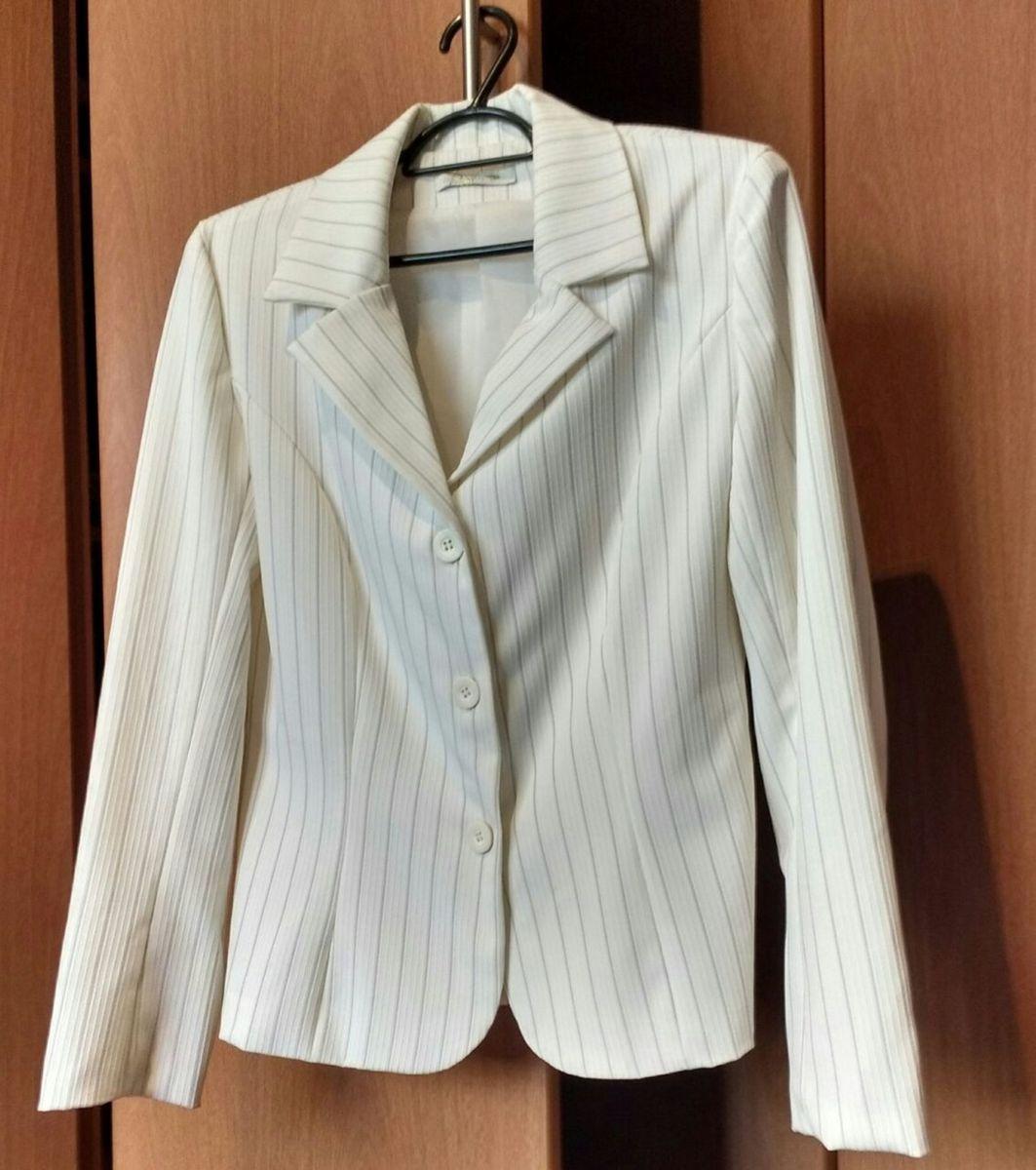 aded5e31c1 blazer branco listrado - blazer sem marca.  Czm6ly9wag90b3muzw5qb2vplmnvbs5ici9wcm9kdwn0cy80otewmdevmwmyowvlmwe0yzq5m2zhmzy1mdfkyjexytblmtqzzjguanbn  ...