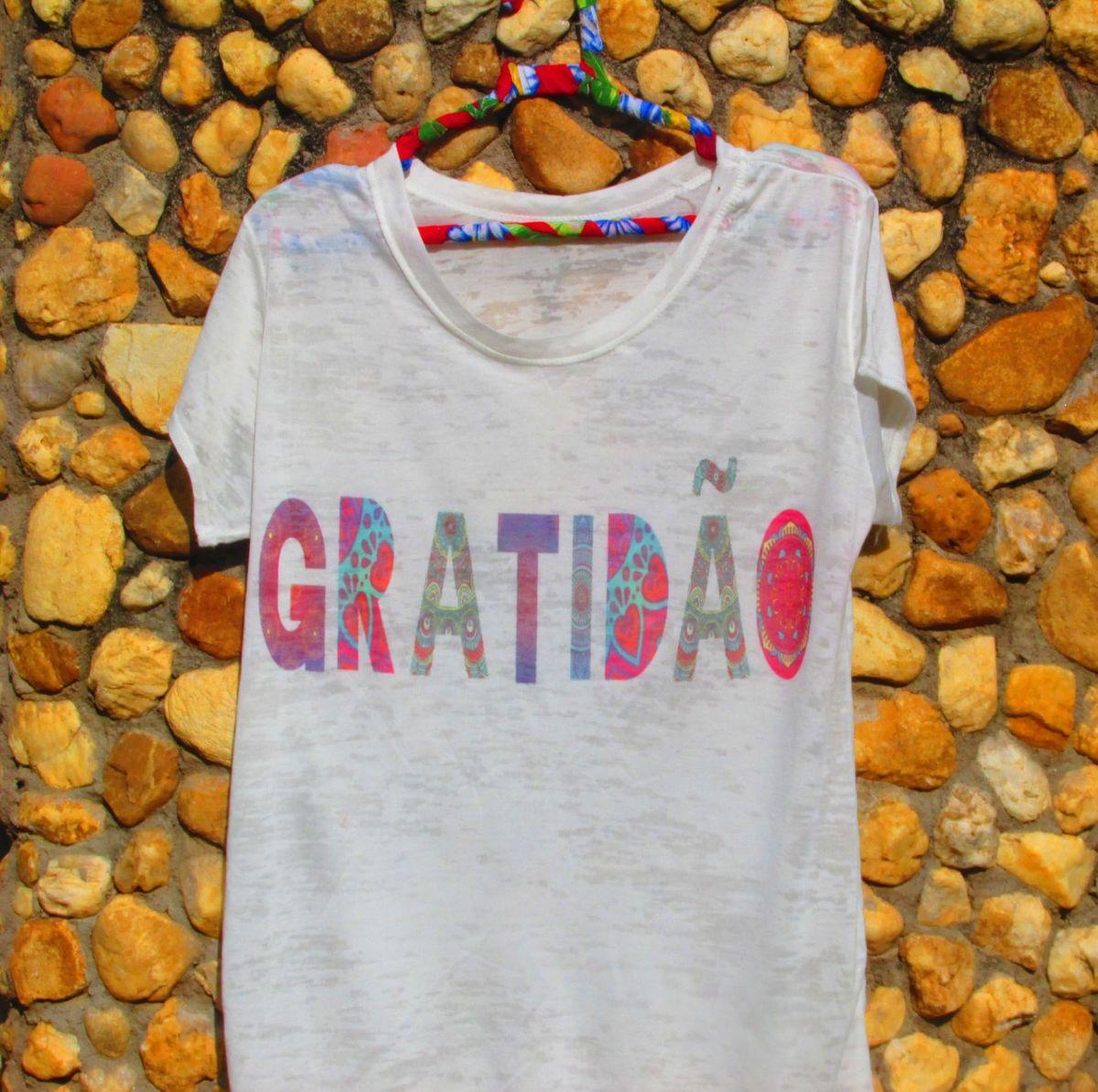 4e7c026f0 blusa boho gratidão - blusas sem marca.  Czm6ly9wag90b3muzw5qb2vplmnvbs5ici9wcm9kdwn0cy80njewnzk5l2y0zdzkzdg5ytq1zjqxodfjzdzmogrmzjvkmmzmmjmzlmpwzw