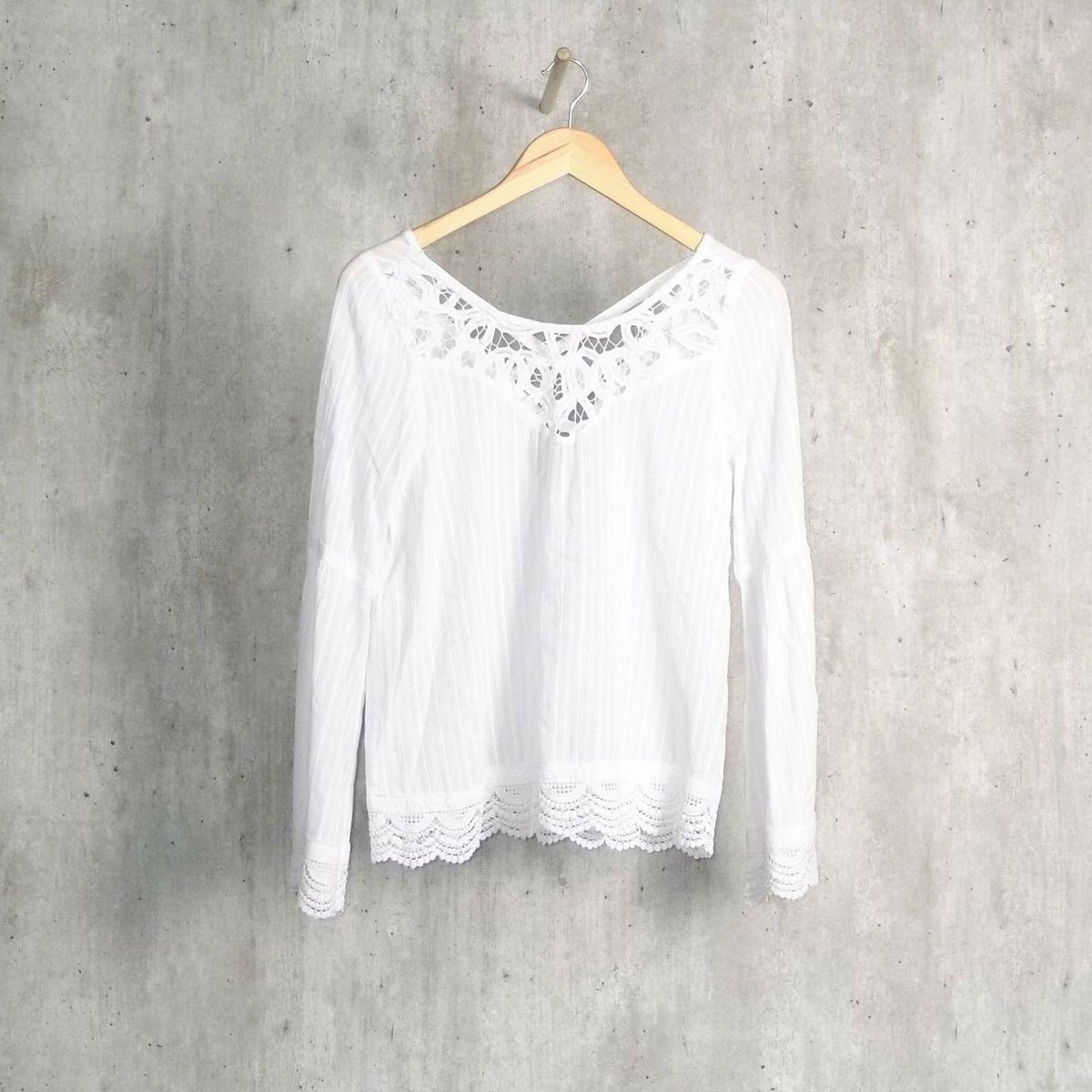 7e725bf40d blusa branca com detalhe em renda - blusas guess.  Czm6ly9wag90b3muzw5qb2vplmnvbs5ici9wcm9kdwn0cy83mzk0mtqxlznknze0nzfjzme0nwmwngiznzi0yjbjmdi1zdu0njc4lmpwzw