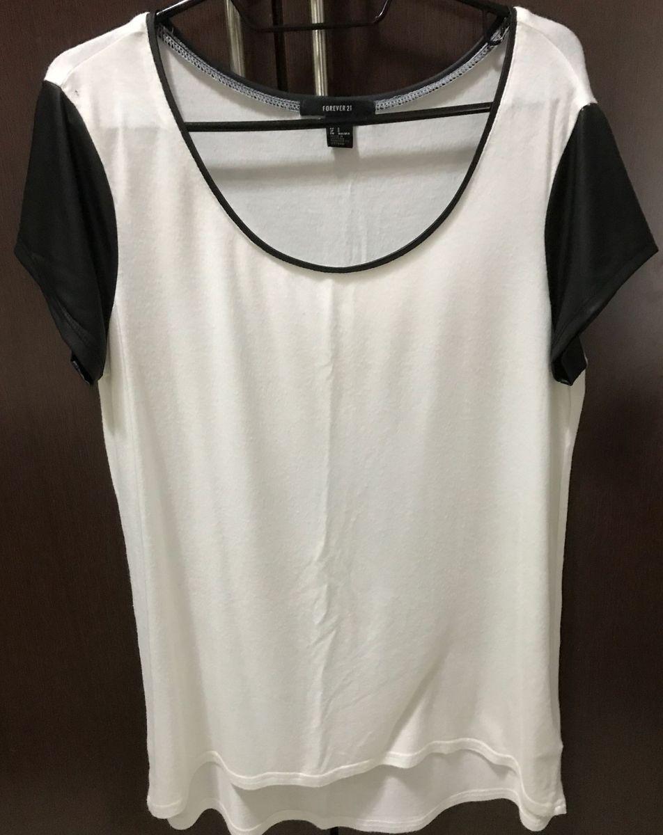 62830bddd blusa branca com manga preta - camisas forever 21