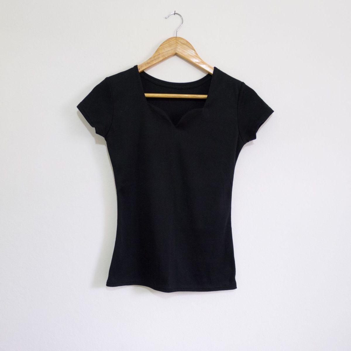 blusa preta decote coração - blusas sem marca