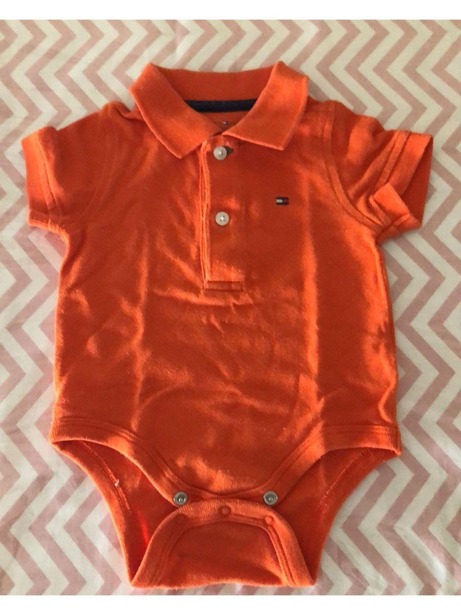 8f70afd44c body polo laranja tommy hilfiger - bebê tommy hilfiger