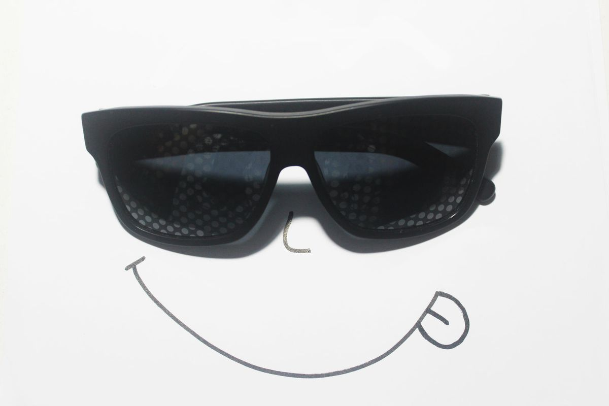 ead256d967ee4 bolinhas nas lentes - óculos chilli beans.  Czm6ly9wag90b3muzw5qb2vplmnvbs5ici9wcm9kdwn0cy8zmdy2mzgvnjjlzmi5owi0zdu3m2q5mjzmmzuzmwfmnzq4mtywn2muanbn  ...
