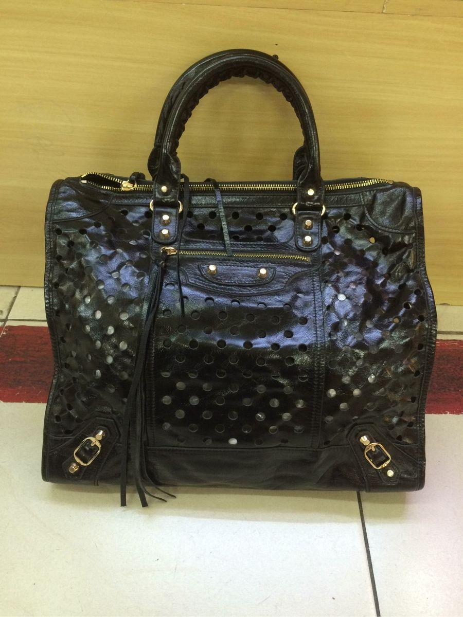 edc38c6b7 bolsa balenciaga furinhos - bolsas balenciaga.  Czm6ly9wag90b3muzw5qb2vplmnvbs5ici9wcm9kdwn0cy8xnzc3njavmdcxyjq1zja5n2myymi5mdbizwy3ogm4ote1ngmzyjmuanbn