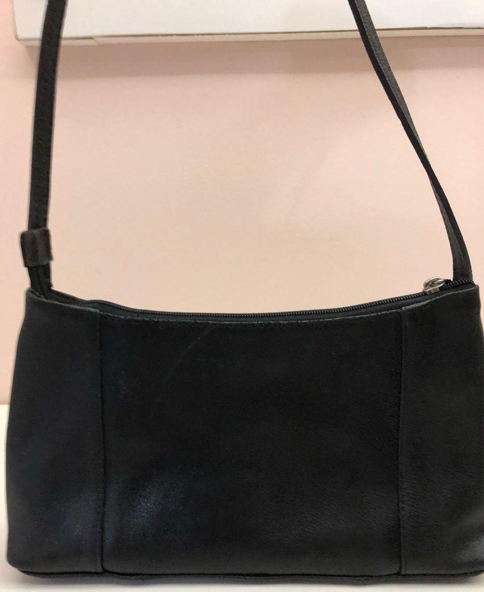 1d1cefd19 bolsa básica preta 100% couro - de mão sem marca.  Czm6ly9wag90b3muzw5qb2vplmnvbs5ici9wcm9kdwn0cy84odgzmti5lzcxn2e1ymnhy2rizdfkzmu5zte0yju1nmzkm2ewyzk1lmpwzw