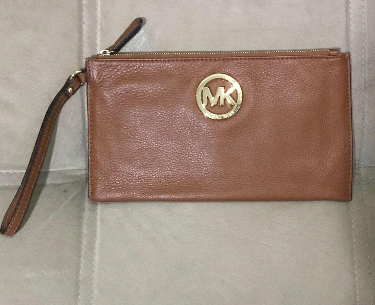bolsa carteira de mão - de mão michael kors.  Czm6ly9wag90b3muzw5qb2vplmnvbs5ici9wcm9kdwn0cy82mdm1odk2l2fimzziotizmzmwodi4m2zkotnkmji5n2e1n2qwzdfilmpwzw 96c2965988
