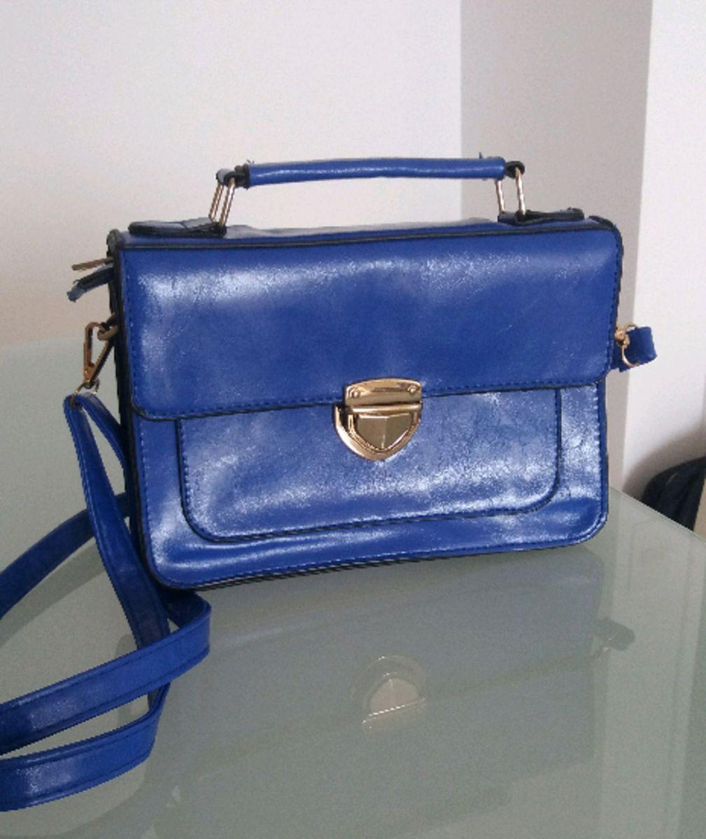 b28791e346e bolsa carteiro azul royal - ombro sem marca.  Czm6ly9wag90b3muzw5qb2vplmnvbs5ici9wcm9kdwn0cy81mtm0mdqxlzy0ywmwm2m4mdzknjbkm2nkzdrjmmnkzduymdhhzwnhlmpwzw  ...