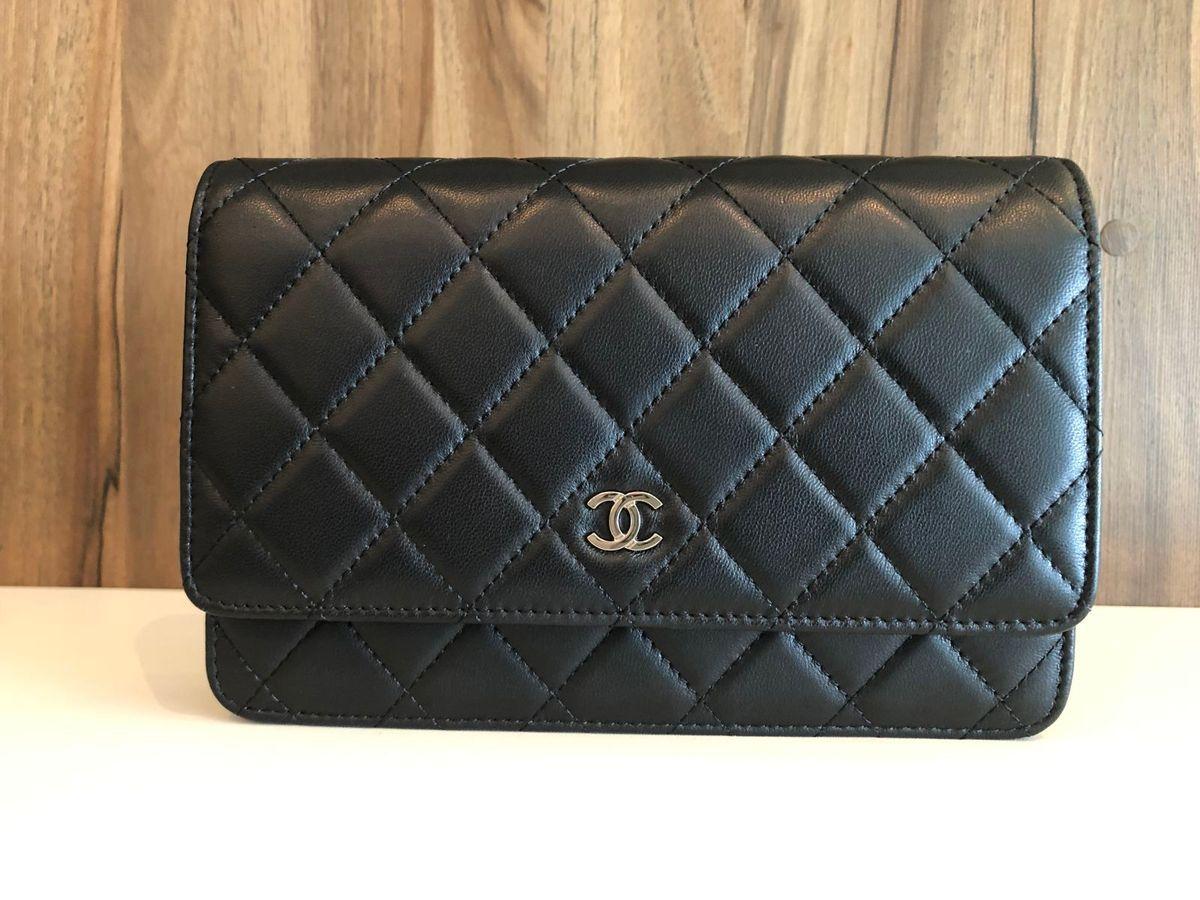 b810b0dbb bolsa chanel woc (wallet on chain) em lambskin preto. - ombro chanel