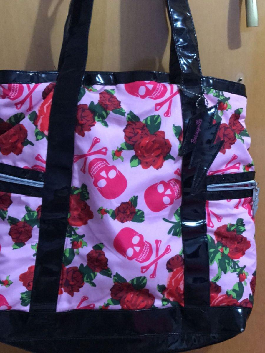 056747eda bolsa de caveira e rosa - ombro betseyville.  Czm6ly9wag90b3muzw5qb2vplmnvbs5ici9wcm9kdwn0cy84mdg2nzcvmtdkzwm4mje3zgnlntvlmzqyztvinmnmyjiwyjbiowuuanbn  ...