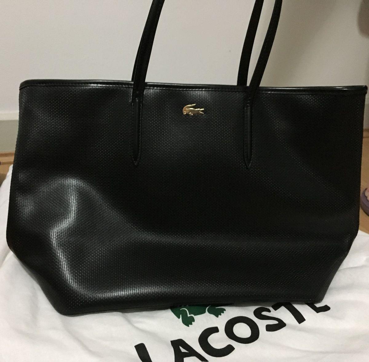 3c582aaa68348 bolsa de couro - lacoste - ombro lacoste.  Czm6ly9wag90b3muzw5qb2vplmnvbs5ici9wcm9kdwn0cy82oda4ntu0lzy1otljnwrhndrmnmy1yzblnzy1mju5njc4mwiyntjmlmpwzw  ...