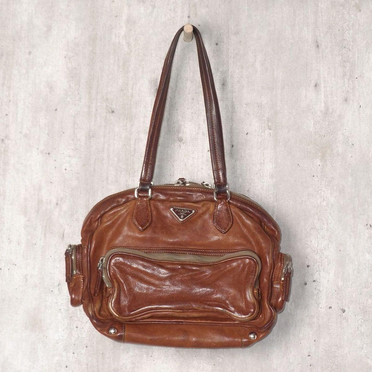a5789a4d4 Bolsa de Couro Prada | Bolsa de Ombro Feminina Prada Usado 30464745 | enjoei