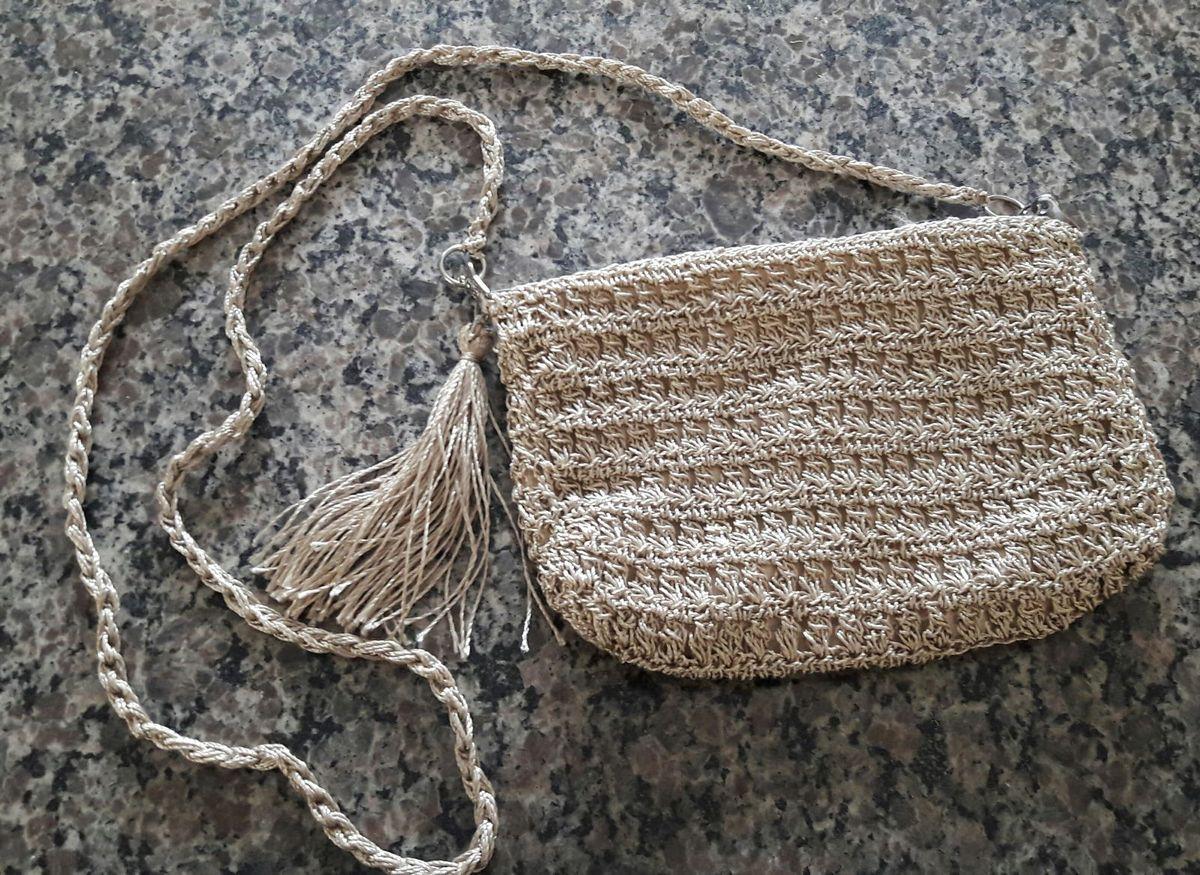 15908a828 Bolsa de Festa Pequena Bege Feita em Crochê