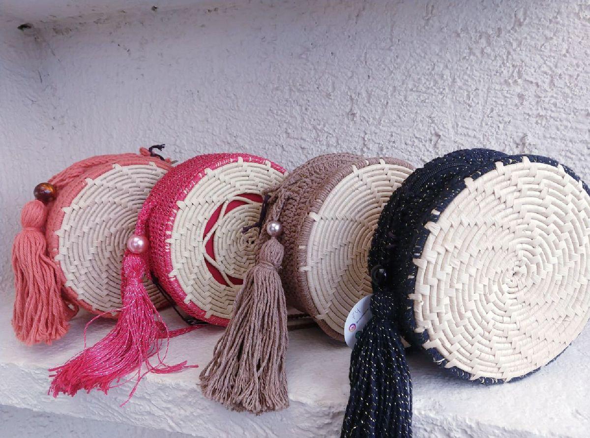 258dd0976 Bolsa de Palha Redonda com Detalhe em Crochê | Bolsa de Ombro ...