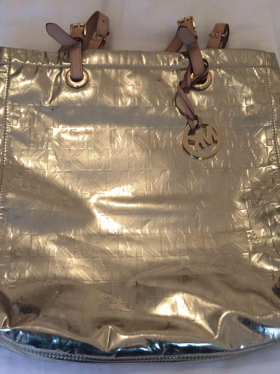 5906e81cf bolsa michael kors dourada - ombro michael kors.  Czm6ly9wag90b3muzw5qb2vplmnvbs5ici9wcm9kdwn0cy84mdmxnjcwlzc4njaxmddkyjrmnmfizjnmmtzjzgu4ztazyzuzndhilmpwzw  ...