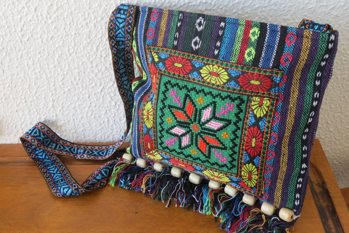 6ce307100 bolsa peruana colorida - ombro sem marca.  Czm6ly9wag90b3muzw5qb2vplmnvbs5ici9wcm9kdwn0cy8xmdg3l2mynjhkngqzymfizgvkodg1y2qzmmywnwu1zje0m2jjlmpwzw