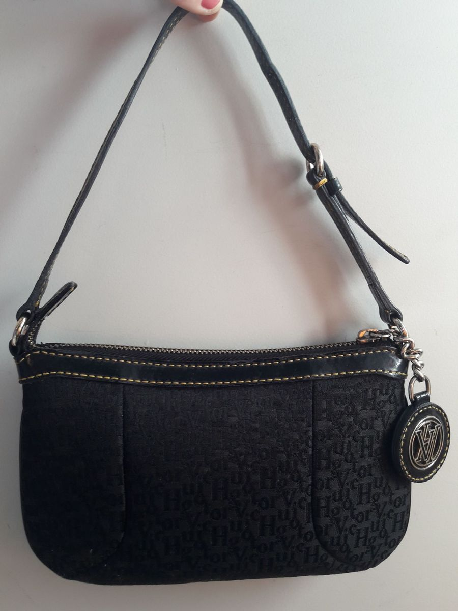 Bolsa Preta com Detalhes Dourado Victor Hugo   Bolsa de Ombro ... 0a2da46775