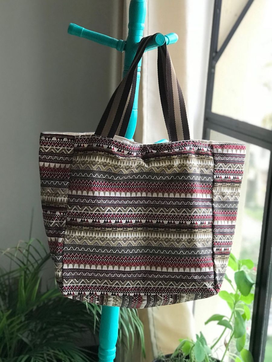 76099cda1 bolsa sacola listrada marrom - ombro rosa amora.  Czm6ly9wag90b3muzw5qb2vplmnvbs5ici9wcm9kdwn0cy83nzy4mdaylzfiymmznwm3ntzkowzinje0mjkymtc2nznhm2vjmtcwlmpwzw