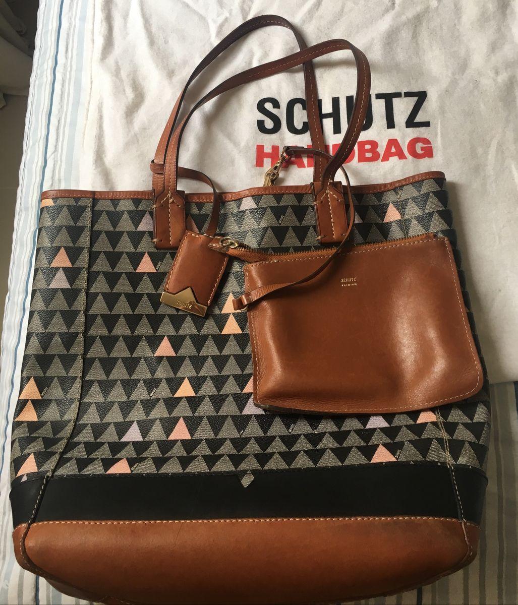 3ef69f091 bolsa schütz bag triangle - ombro schutz.  Czm6ly9wag90b3muzw5qb2vplmnvbs5ici9wcm9kdwn0cy85otgznzuwl2mxode3otg0ogfknjfmzwyxnjcyzjyzzte0otzmztgxlmpwzw  ...
