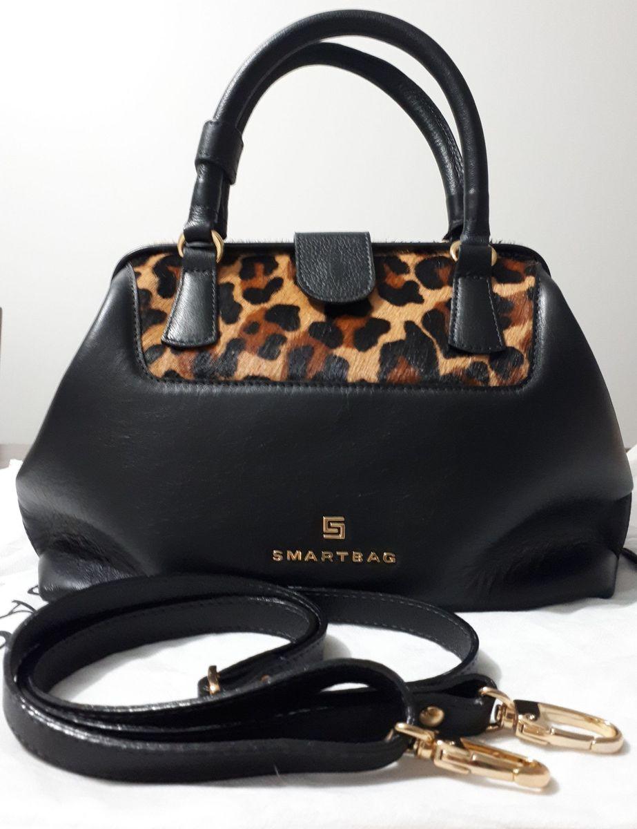 c184be892 bolsa smartbag couro preta - de mão smartbag.  Czm6ly9wag90b3muzw5qb2vplmnvbs5ici9wcm9kdwn0cy8xoda5mjevymrmztrjmdzjmzm0yzuwzdniyzazodnjzde1zmvmogquanbn