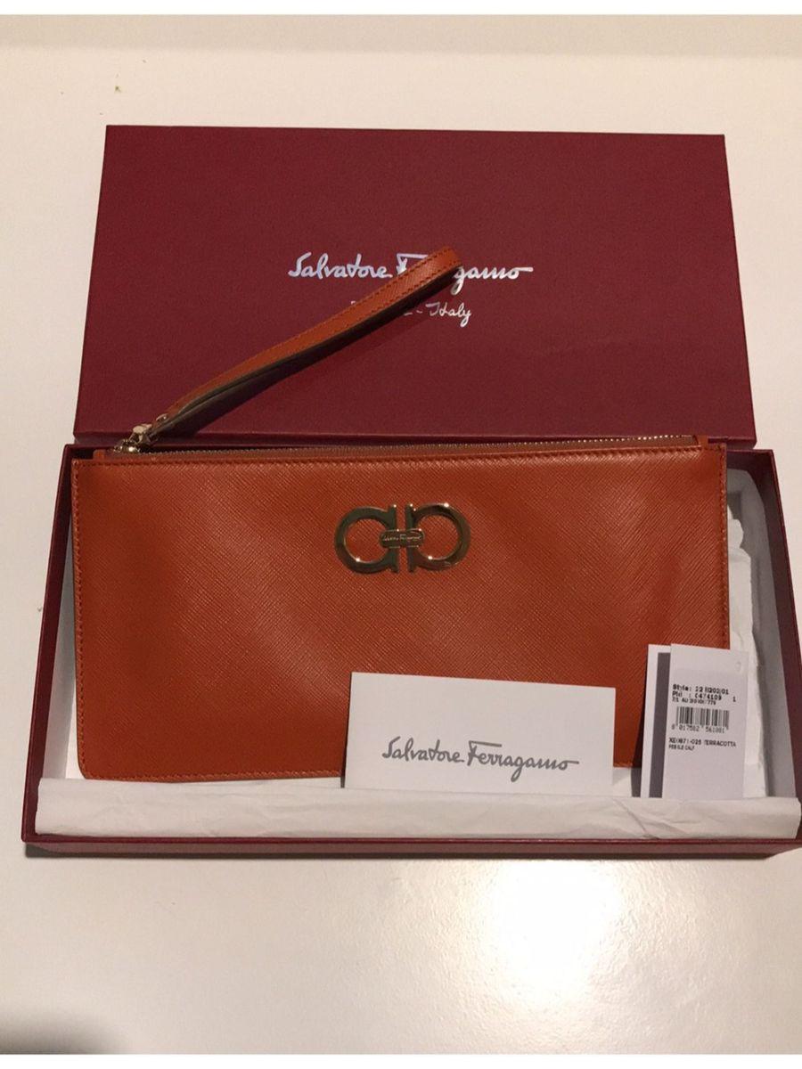 e506e8e882f51 bolsa tipo carteira salvatore ferragamo original nunca usada - couro cor  terracota - carteiras salvatore ferragamo