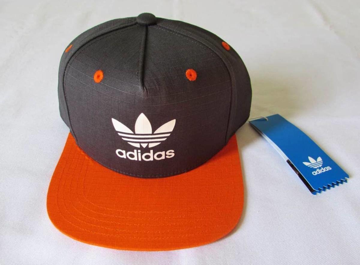f14bc3fece726 boné adidas originals trefoil cinza escuro laranja snapback - bonés adidas