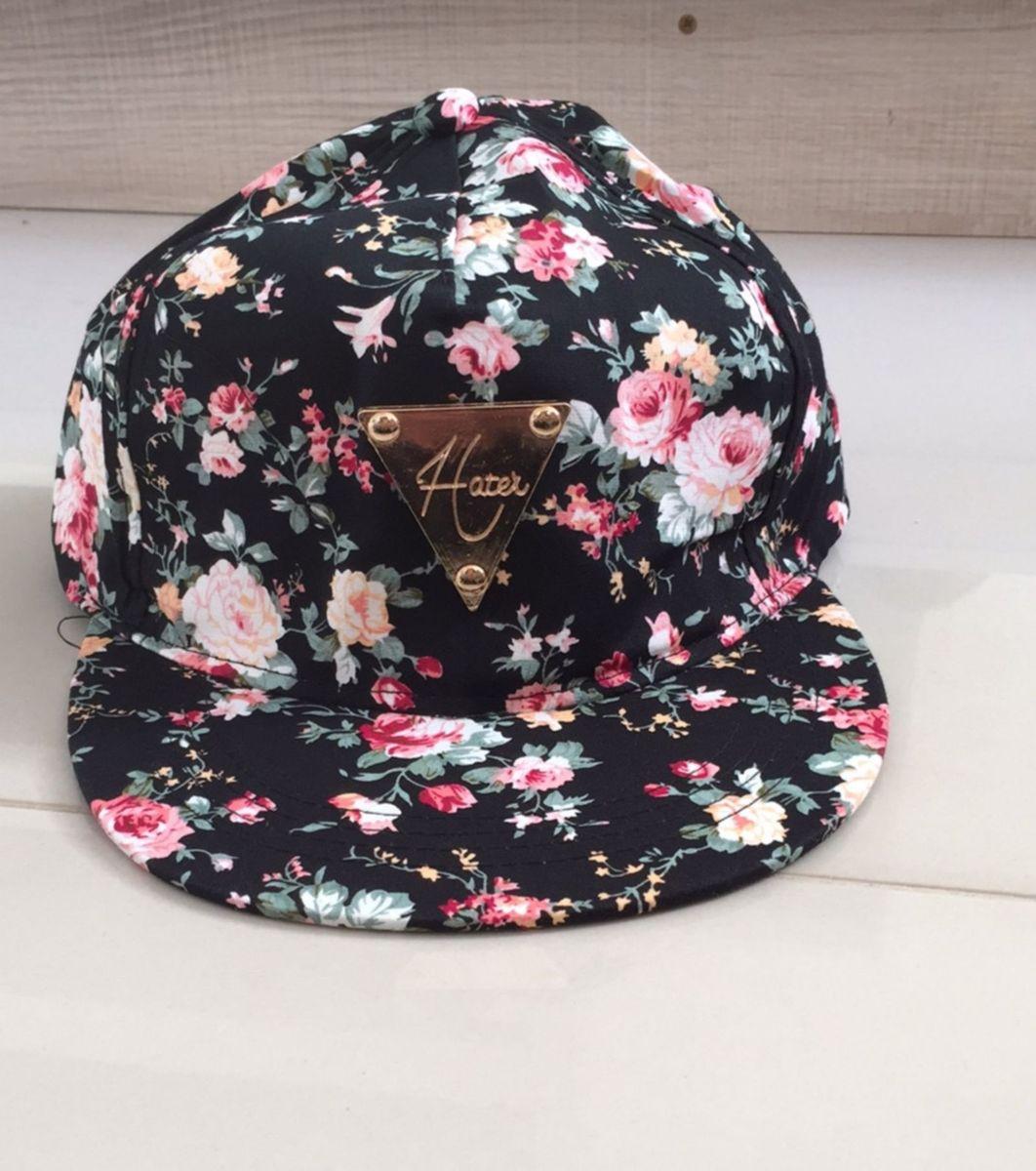 3ee2c9e224460 boné florido ajustavel - chapeu sem marca.  Czm6ly9wag90b3muzw5qb2vplmnvbs5ici9wcm9kdwn0cy80odc1mtkwlzq3nti4yzjlodq3zdvlntqxotbhnzk5njq5ogu3nznmlmpwzw  ...