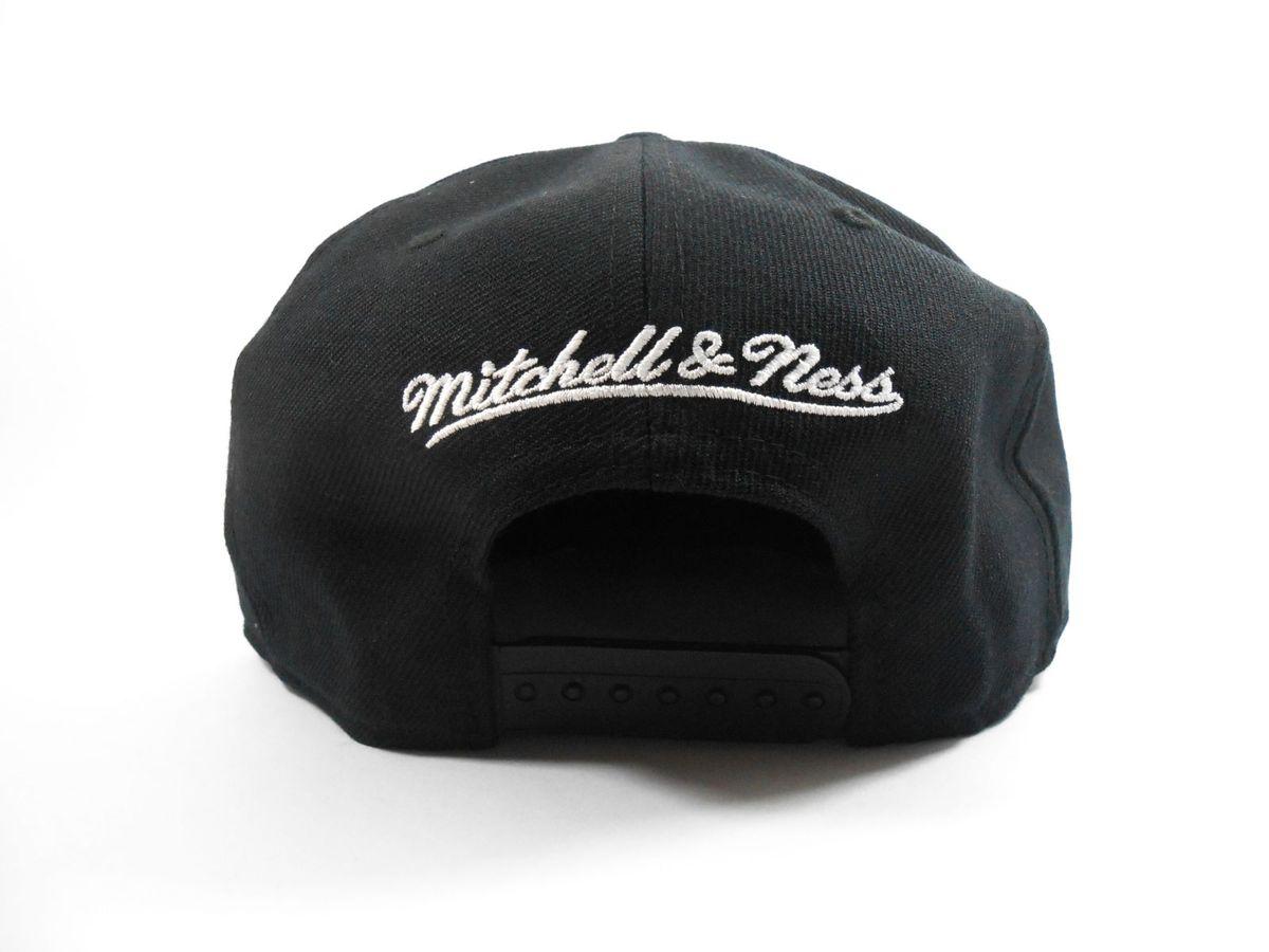 Boné Mitchell  amp  Ness Miami Heat Snapback Bandana 31600936  1fd482dfdb2