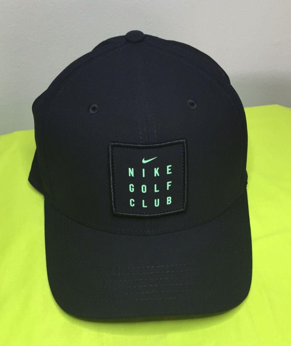 2d12401aafbdd boné nike golf club preto - bonés nike.  Czm6ly9wag90b3muzw5qb2vplmnvbs5ici9wcm9kdwn0cy84ndgzlzdhotm2ndrmztyxn2e5nzi4y2yzmte1mgzhn2qznwjllmpwzw  ...