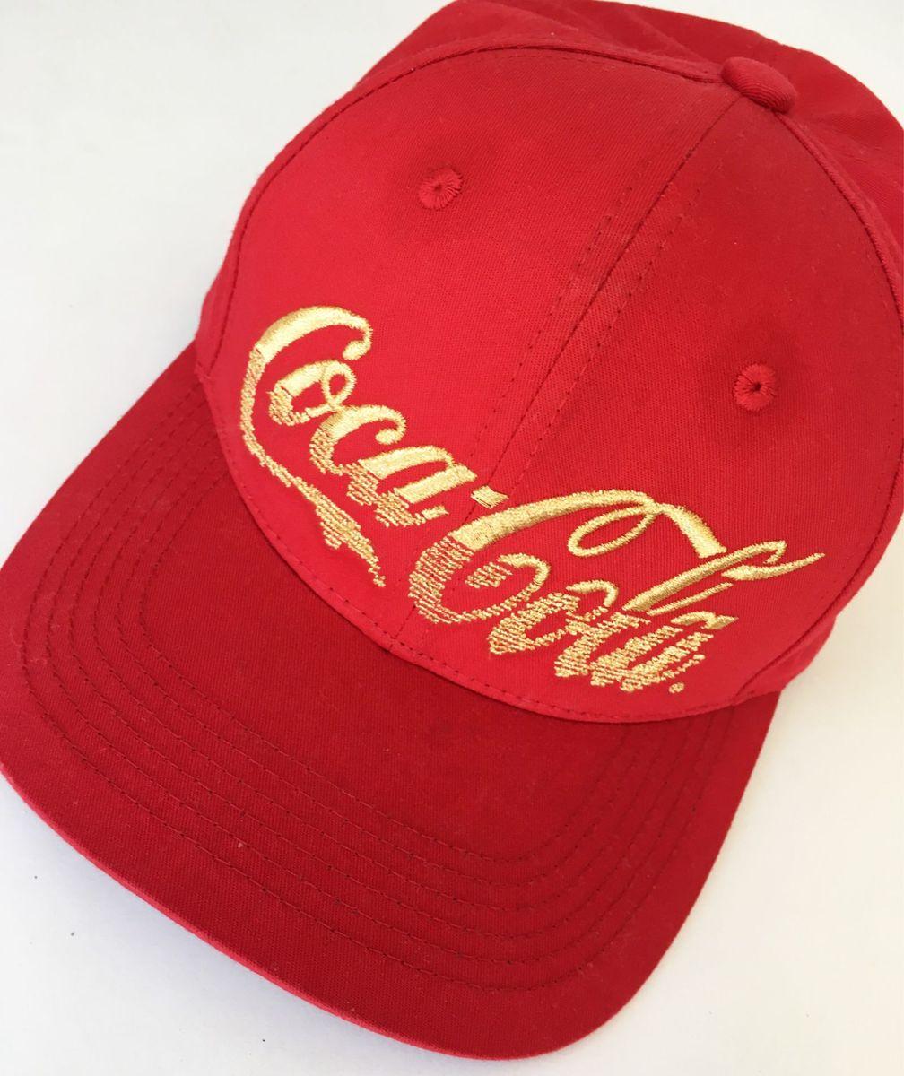 boné vermelho coca-cola - chapeu coca-cola.  Czm6ly9wag90b3muzw5qb2vplmnvbs5ici9wcm9kdwn0cy8xntezmdyvzgrkmzhmn2vkywvkzddhmdu0mjrimgq5otdhmgvhywuuanbn  ... 15c95fa8a5e
