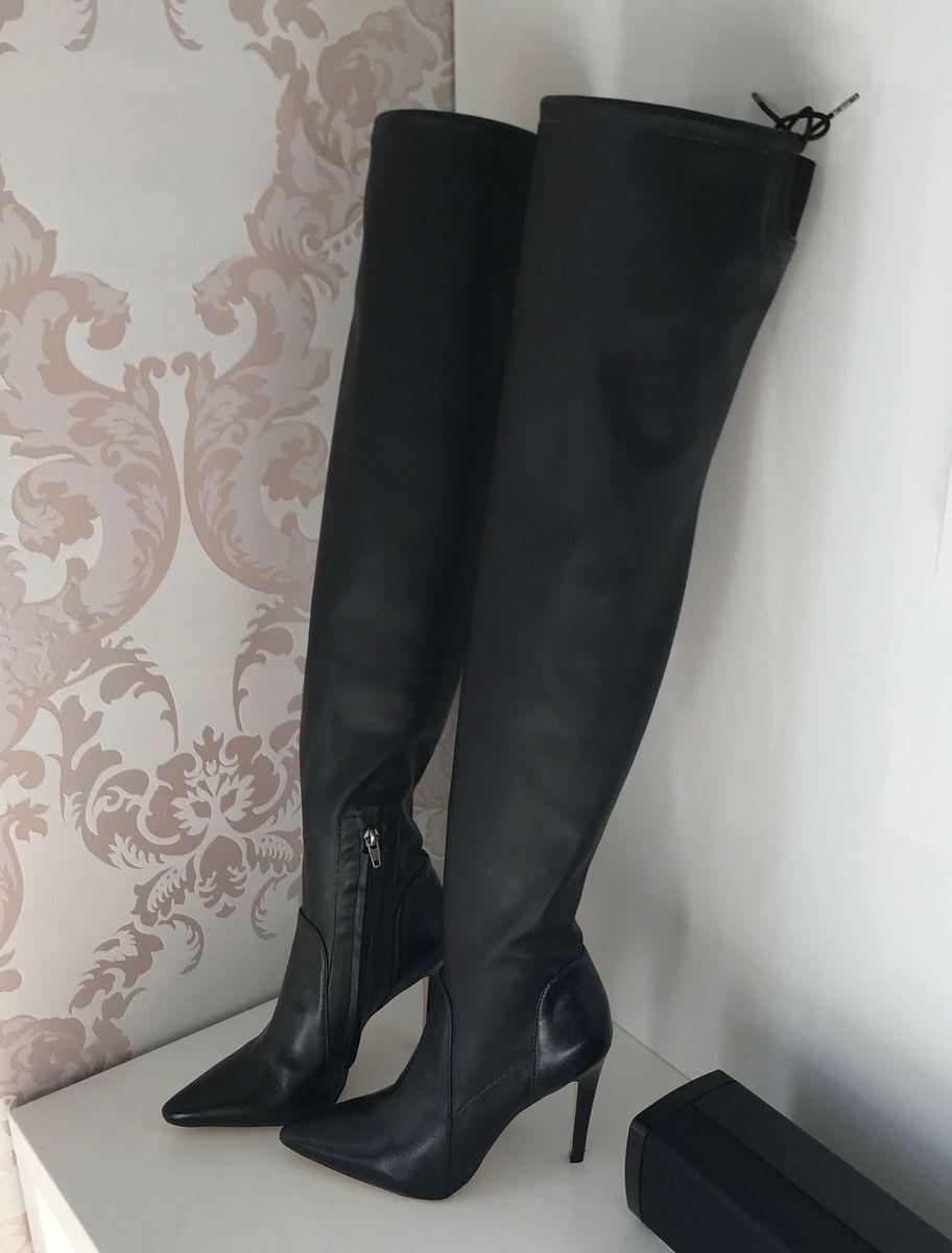 302c439594 bota cano longo over knee preta couro natural luiza barcelos salto alto e  fino - botas