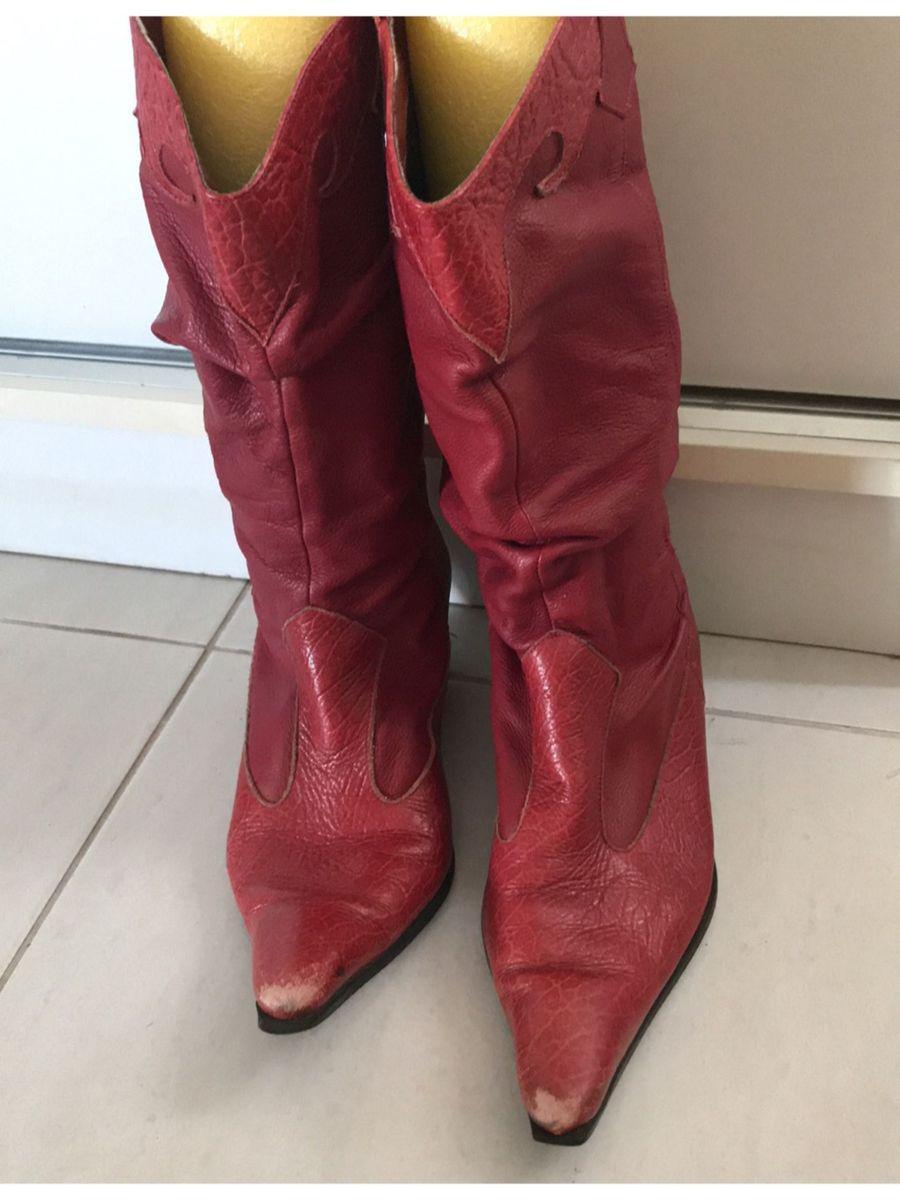 c4edfd35df bota country cereja bico fino salto baixo couro - botas cor de rosa