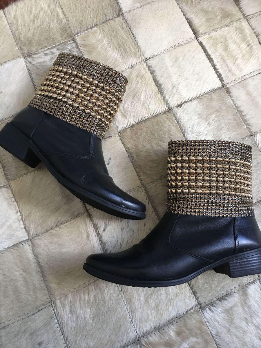 b9b1f1d4c6 bota de couro preta com malha metálica dourada - botas sem-marca
