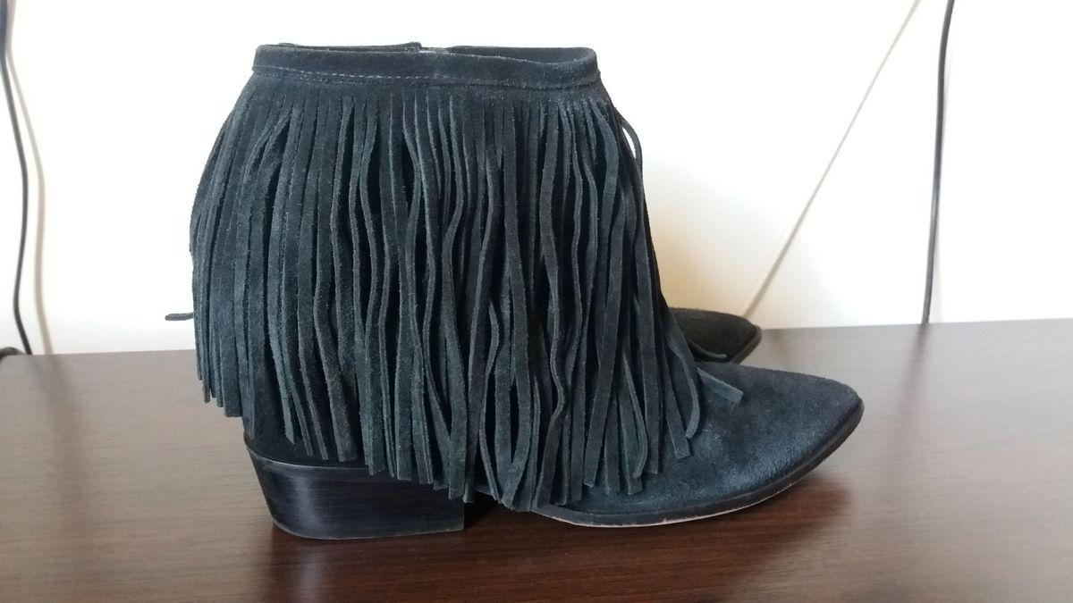 5b9f68088 bota de franjas arezzo - botas arezzo.  Czm6ly9wag90b3muzw5qb2vplmnvbs5ici9wcm9kdwn0cy81nze5mziwlzg3mwu5nmi4yzk4odvlmwm5yjkzywjhmtczzji0zjk5lmpwzw