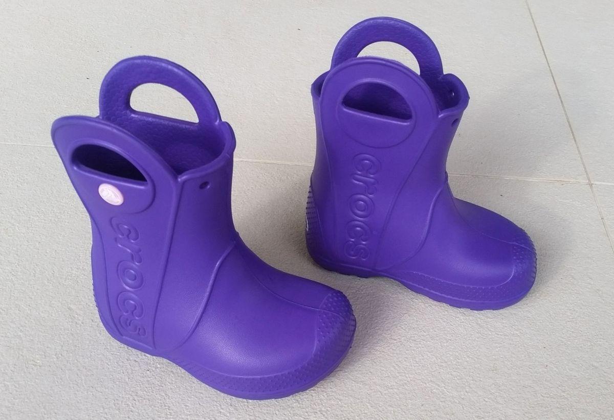 92bf09235a6 bota 24 crocs nova!  lt 3 - menina crocs.  Czm6ly9wag90b3muzw5qb2vplmnvbs5ici9wcm9kdwn0cy8zodmyni8zymvjodlkotu0ogu0m2ixyzgwmzgwowfmmgrlzwmwns5qcgc  ...