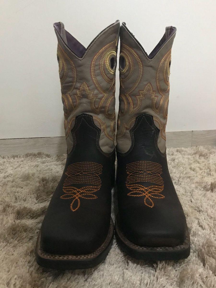 5ce4608899217 bota texana - botas artesanal.  Czm6ly9wag90b3muzw5qb2vplmnvbs5ici9wcm9kdwn0cy84nty0nzq2lzlmnmnmywq5mgyzzdrhnzg4zjhhmzexzgm5ytkyztdmlmpwzw  ...