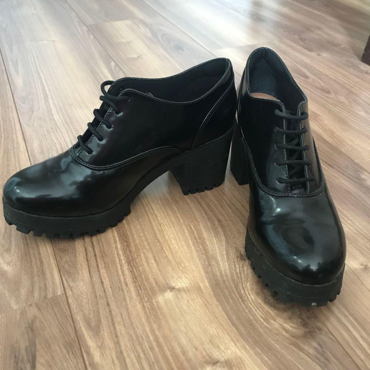 botão envernizado - botas satinato