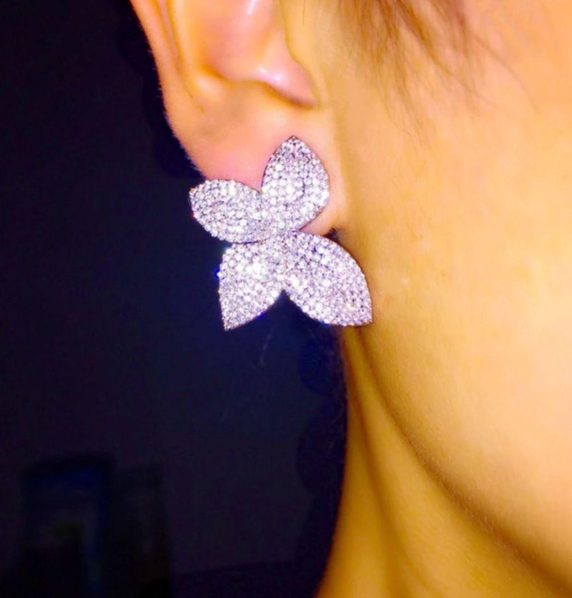 brinco borboleta banhado em platina cravejado com micro zircônias pave chique - jóias life